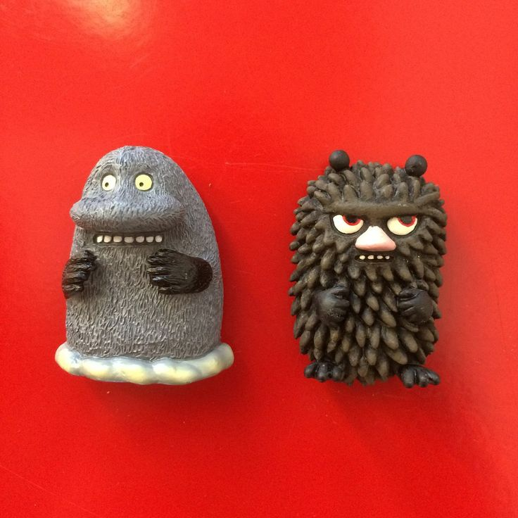 The Groke and Stinky magnets - The Official Moomin Shop - 1