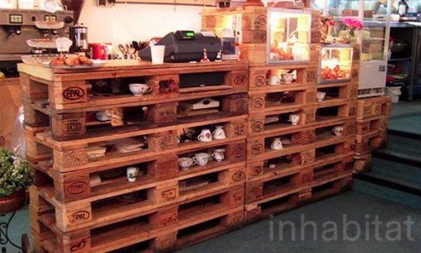 Möbel aus Europaletten und die rustikale Einrichtung einer Bäckerei