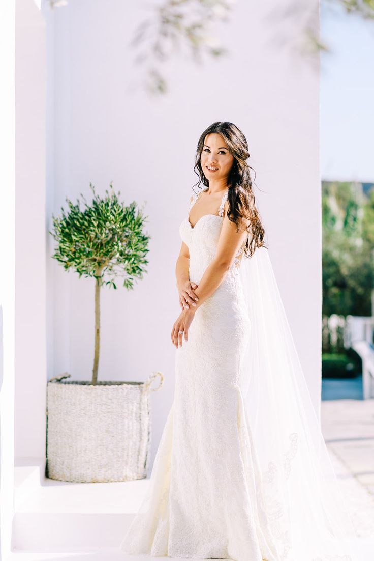 Stunning bride portrait before the wedding in Sifnos