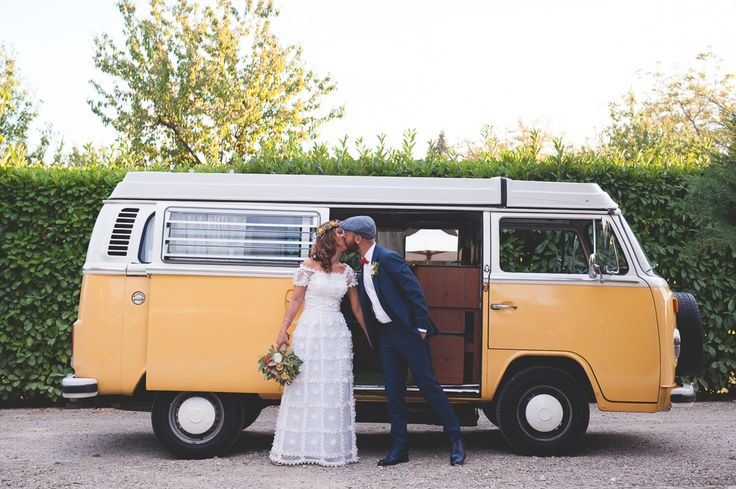 http://www.thesweetside.it #bohochicwedding #annalisabombarda #weddinginitaly #boho #chic #wedding #seventies #volkswagen