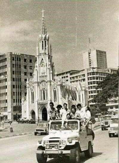 #HistoriaDeCali De fondo La Ermita en lo que hoy es el Boulevard.