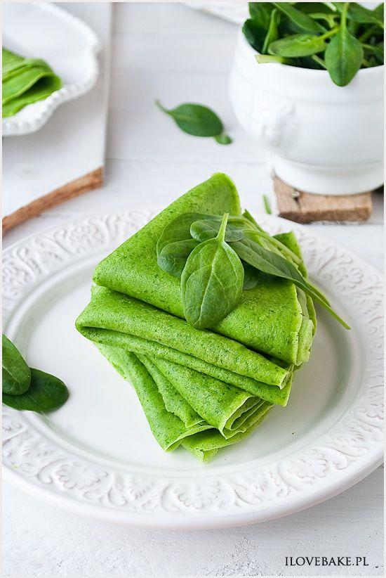 Naleśniki ze świeżych liści szpinaku. Mogą być podawane na słodko i słono – ilovebake.pl