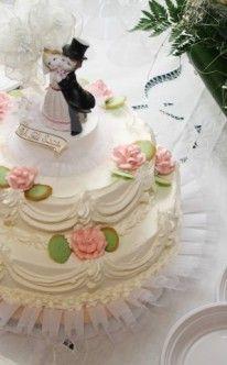 Traditionelle Hochzeitstorte mit Hochzeitspaar