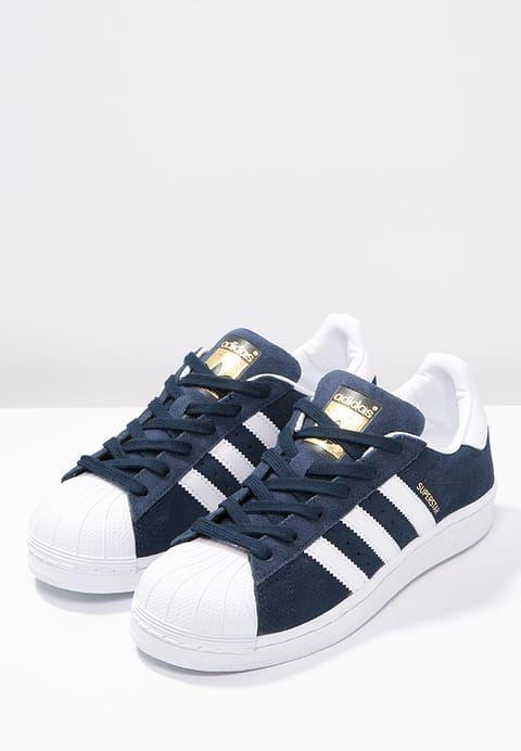 Mit denen strahlt man pure Lässigkeit aus. adidas Originals SUPERSTAR  - Sneaker low - collegiate navy/white für 47,95 € (14.11.16) versandkostenfrei bei Zalando bestellen.
