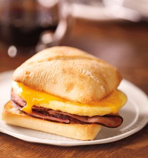 Fake-Out Starbucks Breakfast Sandwich Recipe...just made these this morning and the hubs LOVED it! And freezing leftovers allows easy breakfasts in the morning.
