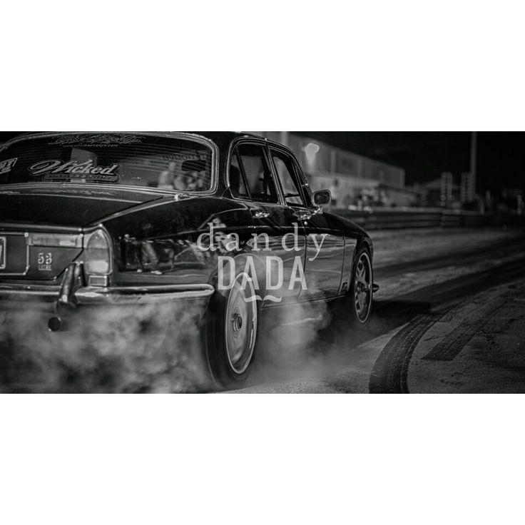 Burnout I  Per gli appassionati di motori non sarà difficile apprezzare il fascino delle #dragrecing. Gabriele Borioli nella collezione #Burnout racchiude l'adrenalina di questo #sport: rombo dei #cavalli, stridolio dei #pneumatici fatti scivolare sul cemento e una perfetta #fumatabianca.   #fotografia #Cadillac #macchine #fotografiabianconero