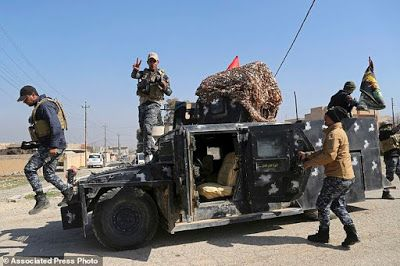 EkpoEsito.Com : The Latest: Iraqi special forces enter base by Mos...