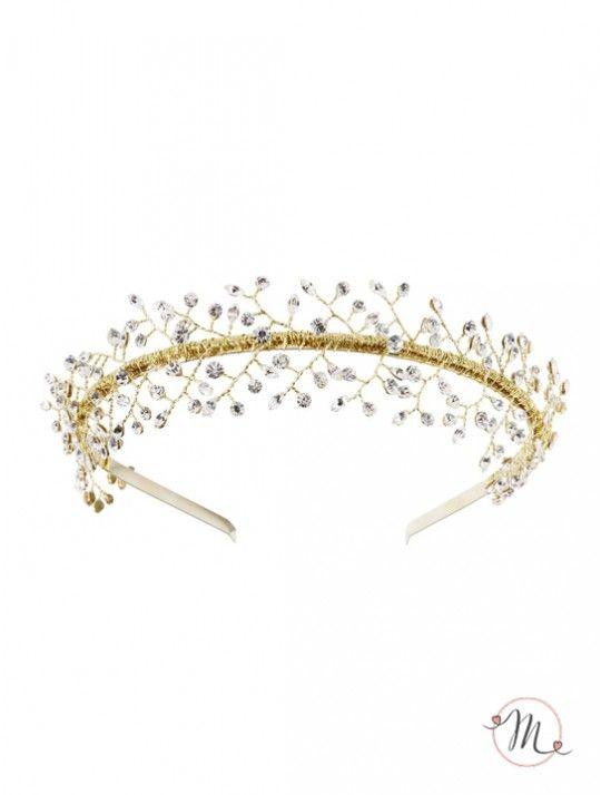 Tiara gold con cristalli.Tiara appartenente al prestigioso brand danese Lilly che ogni anno porta sulle passerelle innovazione, originalità, romanticismo ed eleganza. Un accessorio che arricchirà la vostra acconciatura.  #atelier #abitidasposa #abitisposa #abitodasposa #lilly #matrimonio #wedding #vestitisposa #vestidodenovia #hochzeitskleid #acconciaturesposa #brautaccessoires #accesoriosdenovia #tiara #cristals #cristalli #perline #tulle