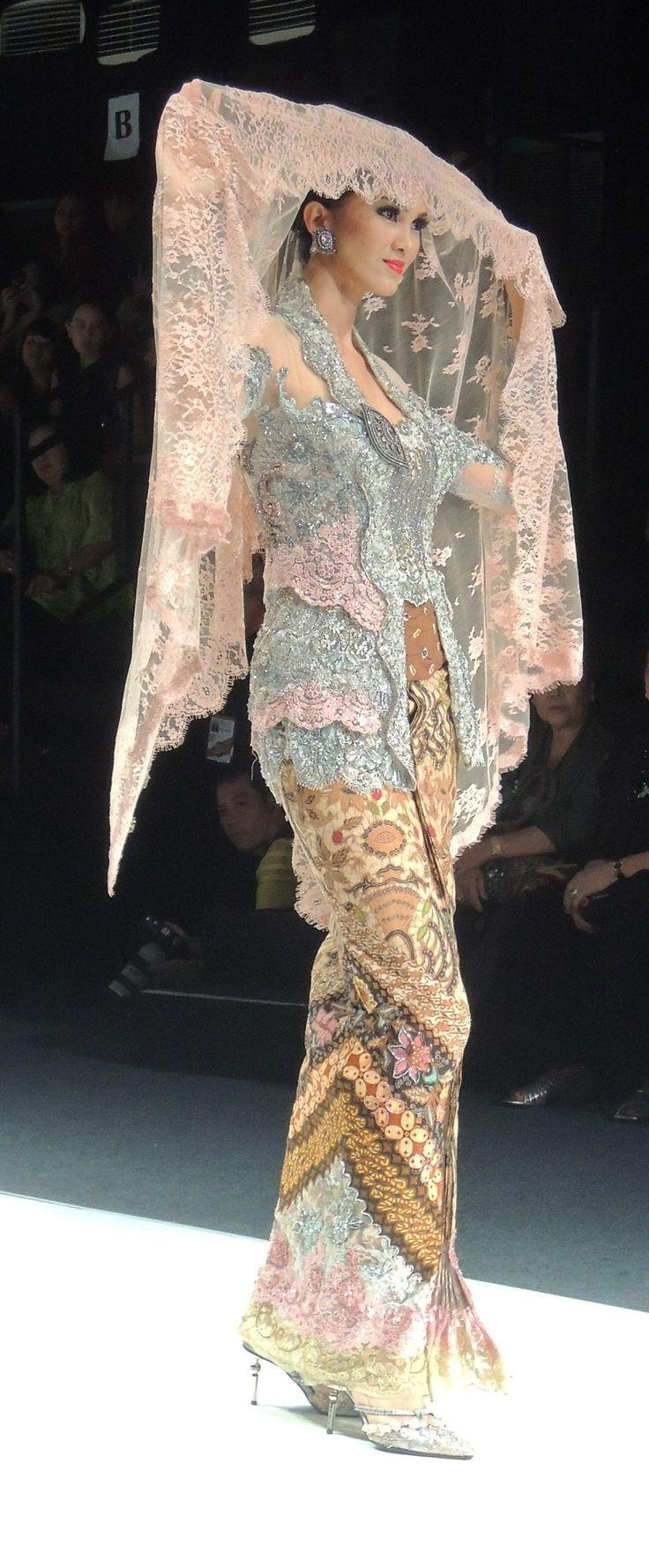 Anne Avantie Show,Jakarta Fashion Week 2013