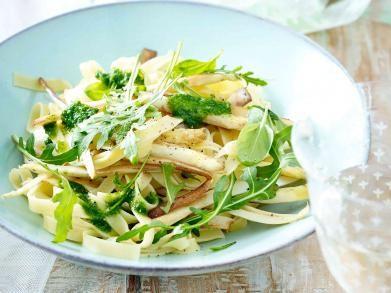 Pasta met balsamico, asperges en rucolapesto