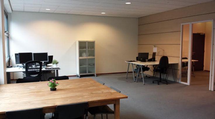 """Onderhuur situatie aan de Kielen Bocht te Groningen. De kantoorruimte is gelegen op de eerste verdieping van een representatief nieuw pand gevestigd op het bedrijventerrein """"Eemspoort"""". Het object heeft een hoog opleveringsniveau en kan voor diverse doeleinden worden gebruikt. Met het eigen- en openbaar vervoer is de locatie goed te bereiken. Op ongeveer 500m is er een bushalte gelegen en in de buurt van het bedrijventerrein zijn de op- en afritten van de Ringweg van Groningen gelegen."""