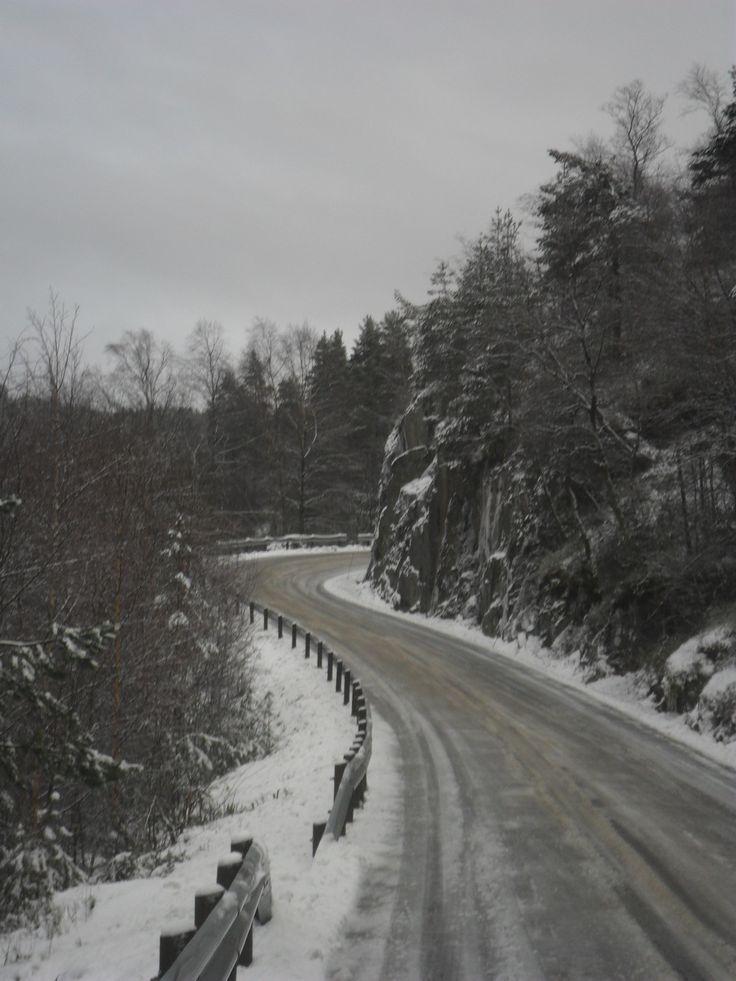 Winter road in Göteborg, Sweden. More photos: Wirtualna Szwecja pl