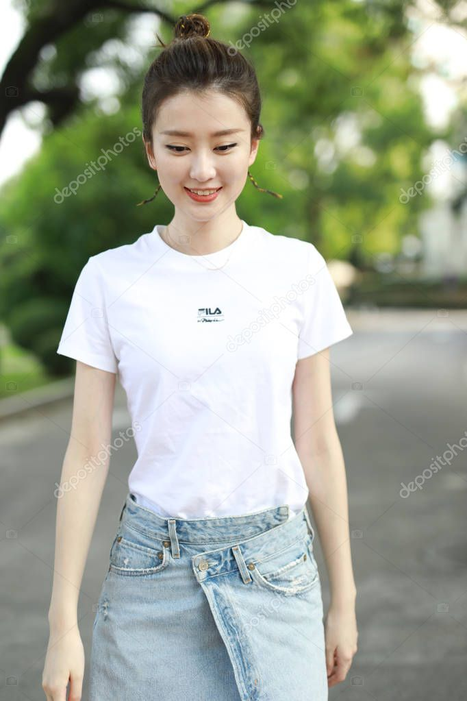 Chinese Actress Qiao Xin Also Known Bridgette Qiao Poses Attending Stoc Ad Qiao Xin Chinese Actress Chinese Actress Cute Designs To Draw Actresses