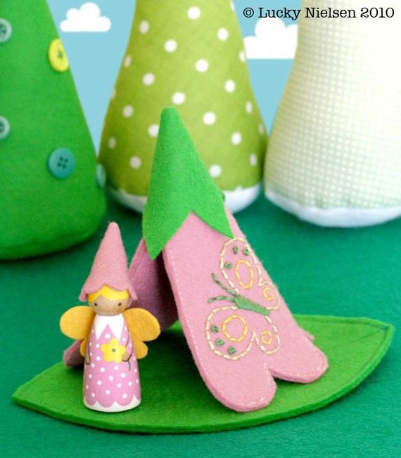 flower teepee and peg doll. I would have loved this when I was a kid.