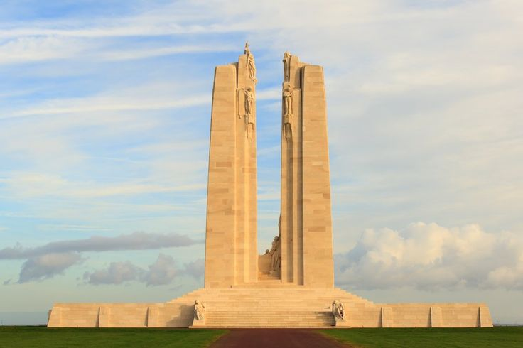 Today marks 100 years since the Battle of Vimy Ridge. We honour the 🇨🇦 soldiers whose bravery helped shape our country. #Vimy100 #Canada150 04/09/2017