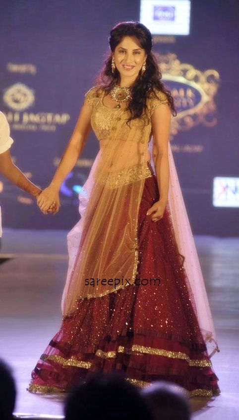TV celebs and actresses ramp walk in lehenga at Manali Jagtap's star walk fashion show for NGO ''Umeed'. Aarti chhabria, Rashmi desai and other celebrities