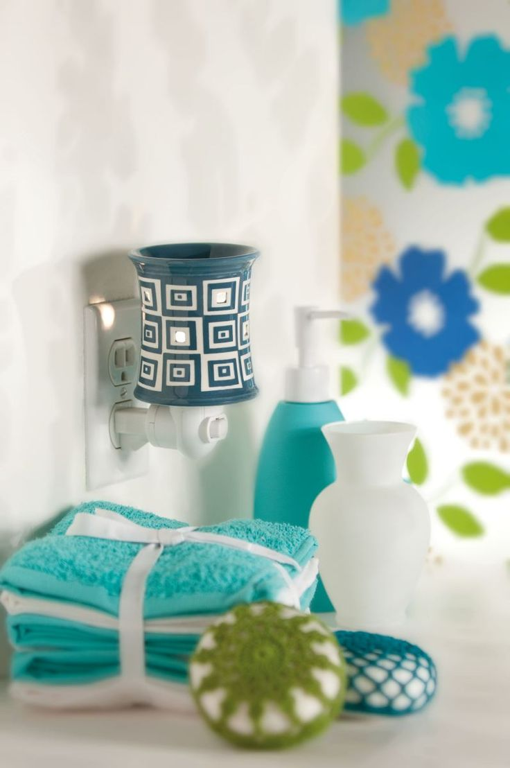 Scentsy Wonky Plug-in warmer!