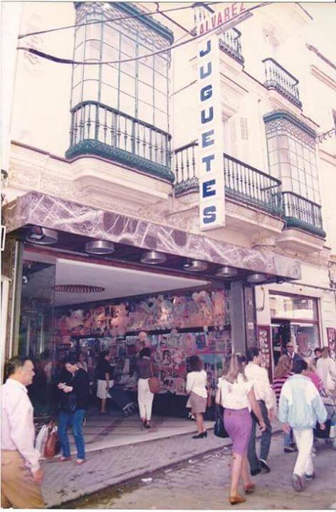 Juguetes Alvarez en calle Doña Blanca.