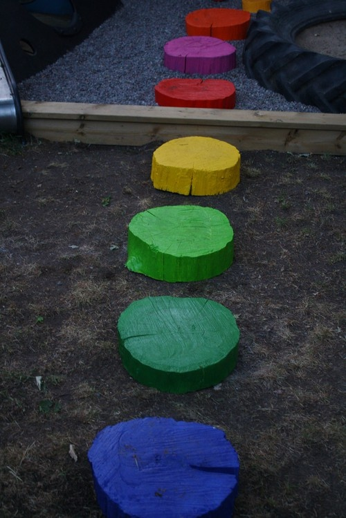 DIY tree trunk stepping pods (stones) but..not the color I'd use some earth tones or cool pastels