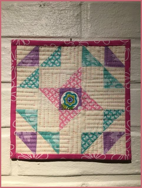 Birthes rom: Monthly  mini quilts.
