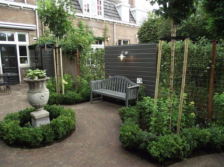 Pin by huisno26 wonen landelijke stijl on tuin buiten for Landelijke stadstuin
