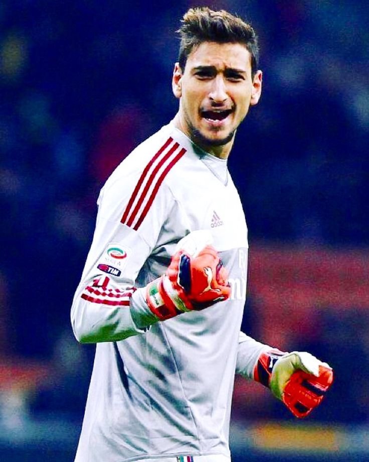 Gianluigi Donnarumma 16 years old goalkeeper for AC Milan ⚽️