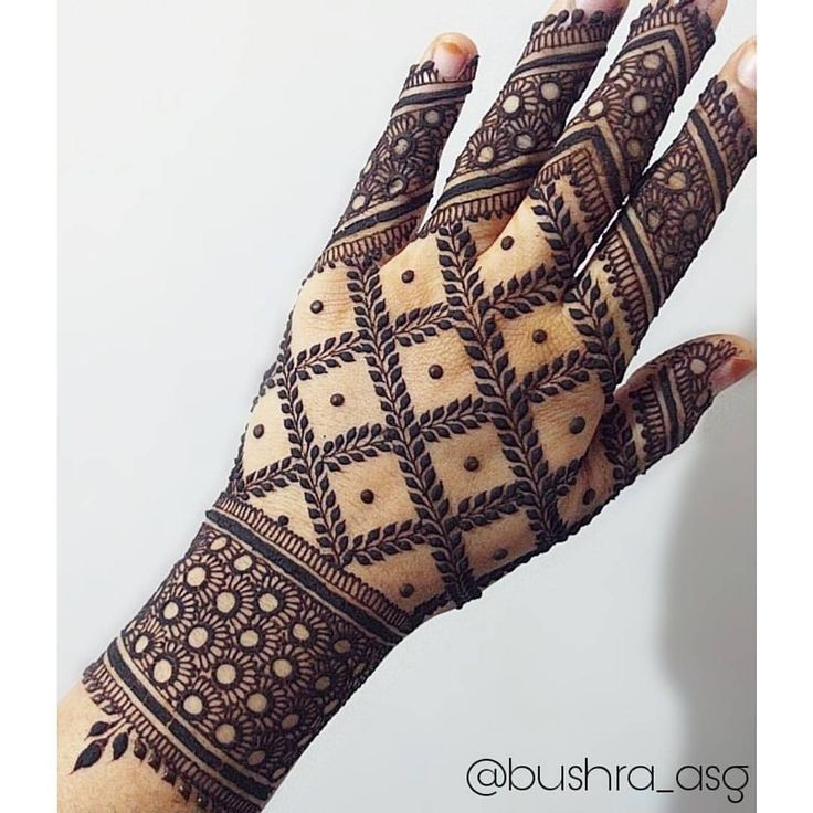 "23 Likes, 3 Comments - hennasharing (@henna_sharing) on Instagram: ""Love this  by @bushras_henna . . . . Follow for more…"""