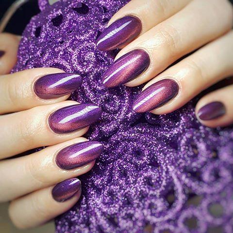 My, Myself & I Gel Brush Cat Eye by Indigo Educator Klaudia Demkiewicz, Lodz #nails #nail #violet #indigo #indigonails #cateye #winternails #glitter