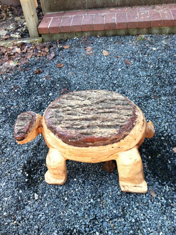 Chain saw carved turtle art by steve