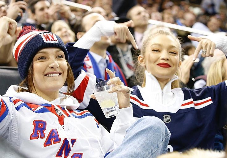 "4,261 curtidas, 14 comentários - Gigi hadid Updates(HQ) (@gi.hadidupdates) no Instagram: ""#gigihadid and #BellaHadid at the Rangers Hockey game at Madison Square Garden in New York #rangers"""