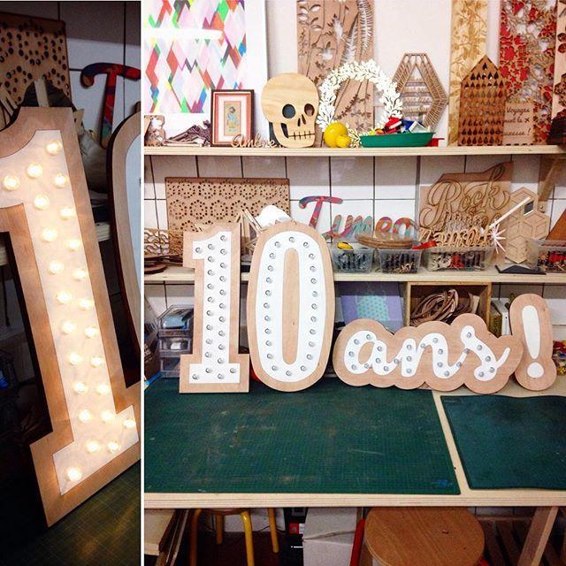 Enseigne lumineuse sur-mesure réalisée pour le magasin @elmarket_ecofriendly_shop à Lille. Ça promet une belle fête ! . . #decoupelaser #lasercut #enseigne #enseignelumineuse #led #luminaire #surmesure #personalisation #trotec #lumiaire #faitavecamour #anniversaire #birthday #light #bordeauxmaville #bordeaux #lepuitsdamour #atelier #creation #madeinfrance #madeinbordeaux #woodcut #woodwork #cestlafete #laser #igersbordeaux #local #artisanat #madeinbordeaux