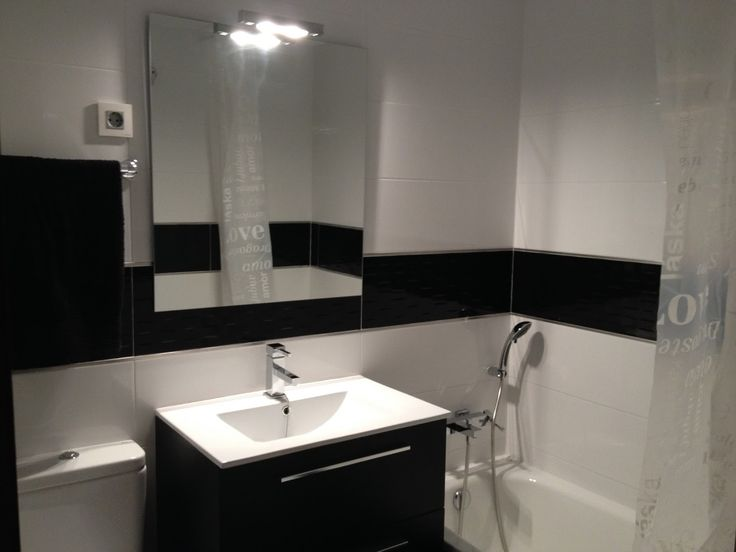 Ba o minimalista peque o negro buscar con google - Como decorar un bano blanco ...