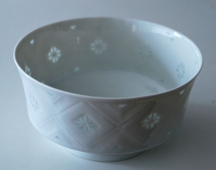 Lisbeth Munch Petersen. Bowl in porcelain. Bing & Gröndahl, Denmark.