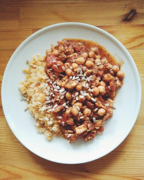 Dinner today: red lentils, chicken with provencal herbs, tomatoes, chickpeas and sunflower. Lots of proteins and it is delicious!