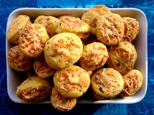 Medvehagymás-juhsajtos pogácsa  Scone with ramsons and sheep cheese