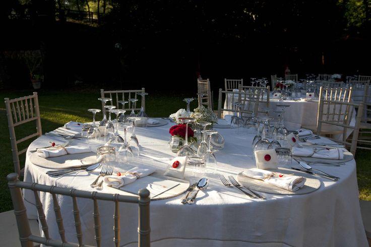 Coordinato Puro lino, sedia in legno avorio Plaza, sottopiatto in lino / Double tablecloth Puro Lino, wooden ivory-coloured Plaza chair, linen tablemat