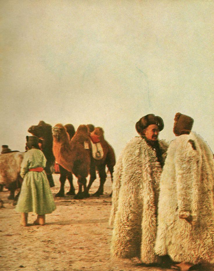 Mongolie, dans les steppes de Gengis Khan,Texte et photographies de Claude Artaud et F. Hébert-Stevens, editions Arthaud, 1958.