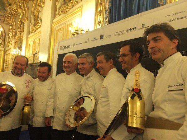 """Le palmarès des 1000 meilleurs restaurants du monde a été dévoilé hier au Quai d'Orsay : parmi les heureux gagnants, 3 restaurants français d'exception dans le """"TOP 10"""". Les 3 Chefs les plus récompensés sont tous Français !  http://www.laliste.com/ #RendezvousenFrance #LaListe"""