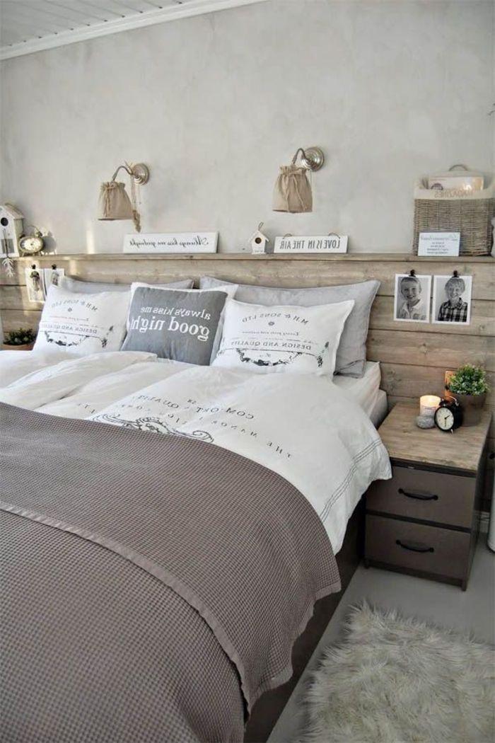 Ein Schlafzimmer In Neutralen Farben Im Landhausstil Ein