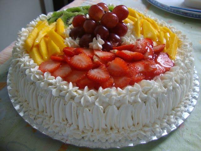 Bolo com recheio de frutas frescas