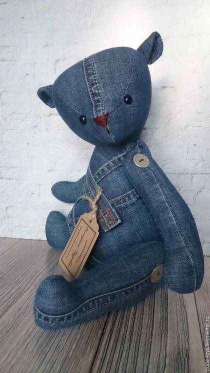 Купить или заказать Интерьерная текстильная игрушка Джинсовый мишка в интернет-магазине на Ярмарке Мастеров. Мишка из джинсов, может сидеть и стоять с опорой, лапки на пуговичных креплениях. Станет оригинальным подарком, оживит любой интерьер. Можно изготовить на заказ любого размера и цвета, учесть любые Ваши пожелания.