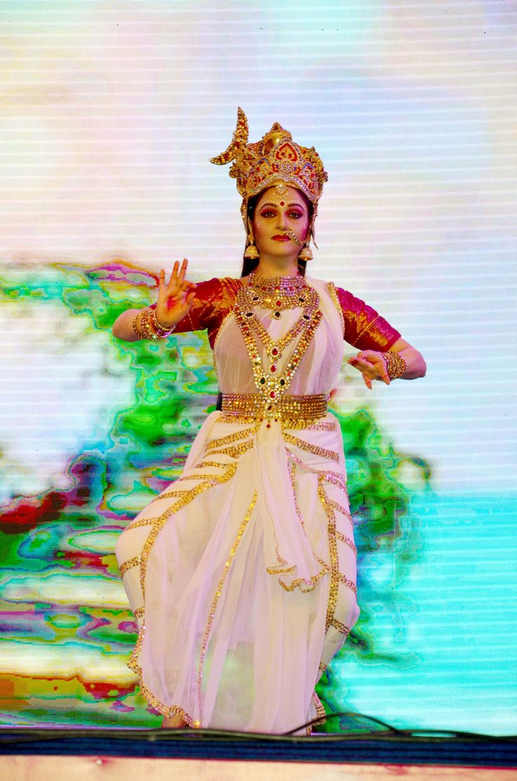 Actor-Danseuse  Gracy Singh performs for Save The Girl Child cause & for the cause of women empowerment at a dance festival 5