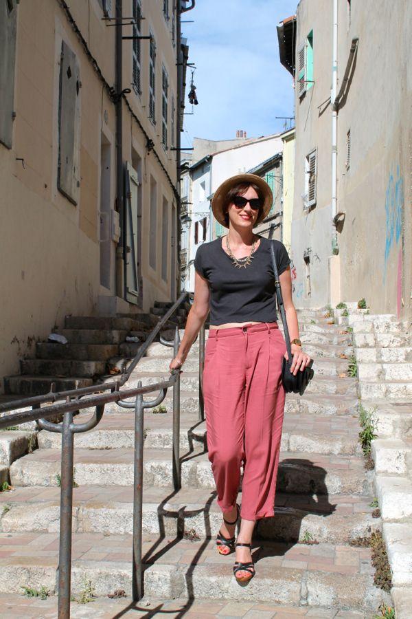 Zara Marsala carrot pants and black cropped t-shirt --------- Yiyou from Mars vintage thrift blog
