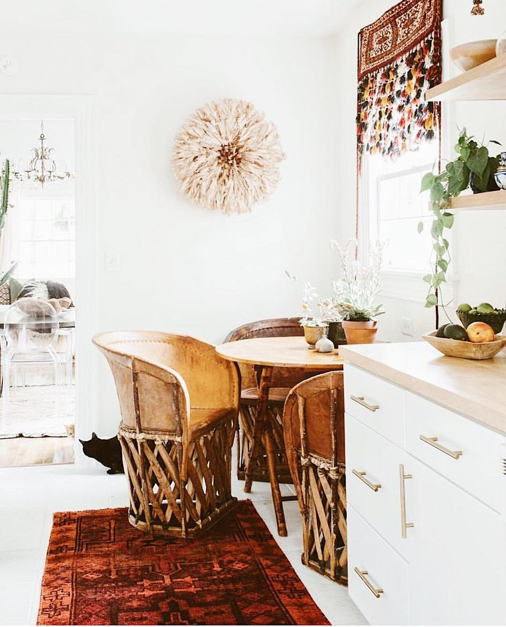 Sharing a little #decorinspiration by one of my faves the gorgeous @carlaypage This seriously pokes my #kitchengoals