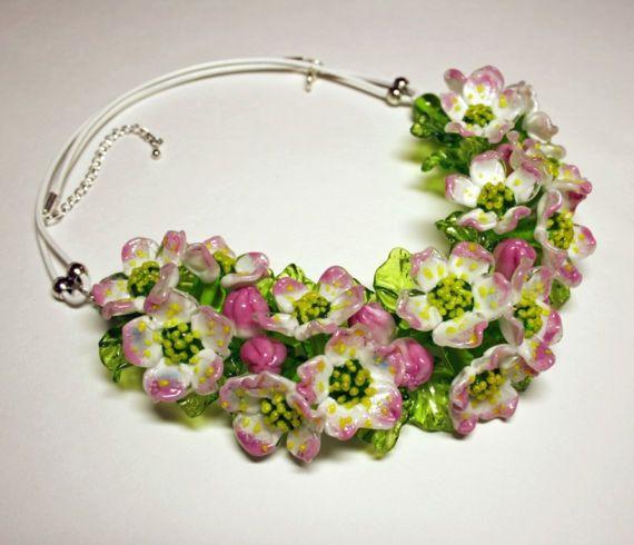Collana di Murano fatto a mano con vetro murano fiori di Melo, fower collana, collana in vetro, collana, collana in pelle