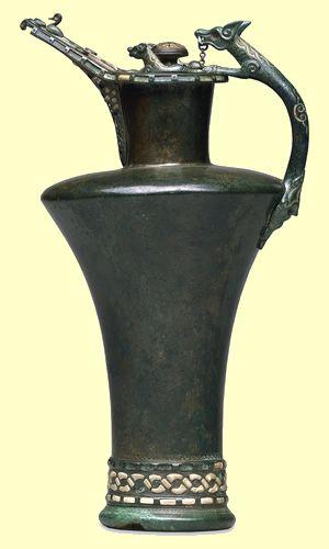 A Jarra Basse Yutz: foi desenterrada em Moselle-França e era feita para decorar a mesa de um chefe tribal celta na primeira metade do século 4 A.C. no início de La Tène. Imagem: Trustees of the British Museum.