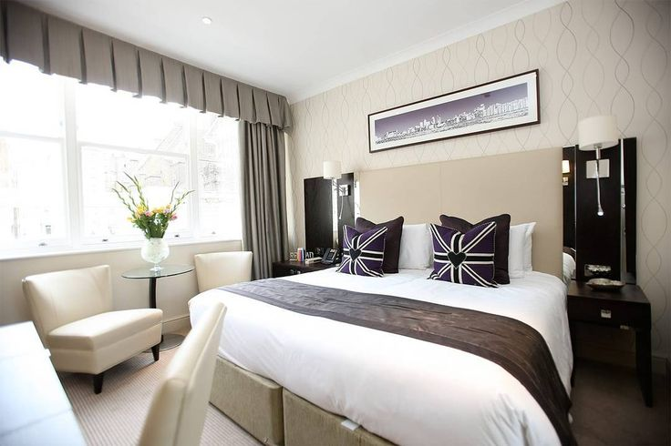 Get cosy in a Premier Suite at @RydgesKensingtonLondon. The hotel is located close to many of #London's top tourist attractions. . . . . . #Rydges #RydgesHotels #RydgesLondon #LondonHotel #Hotel #HotelLife #Travel #Travelgram #HotelRoom #HotelBed #Kensington#England