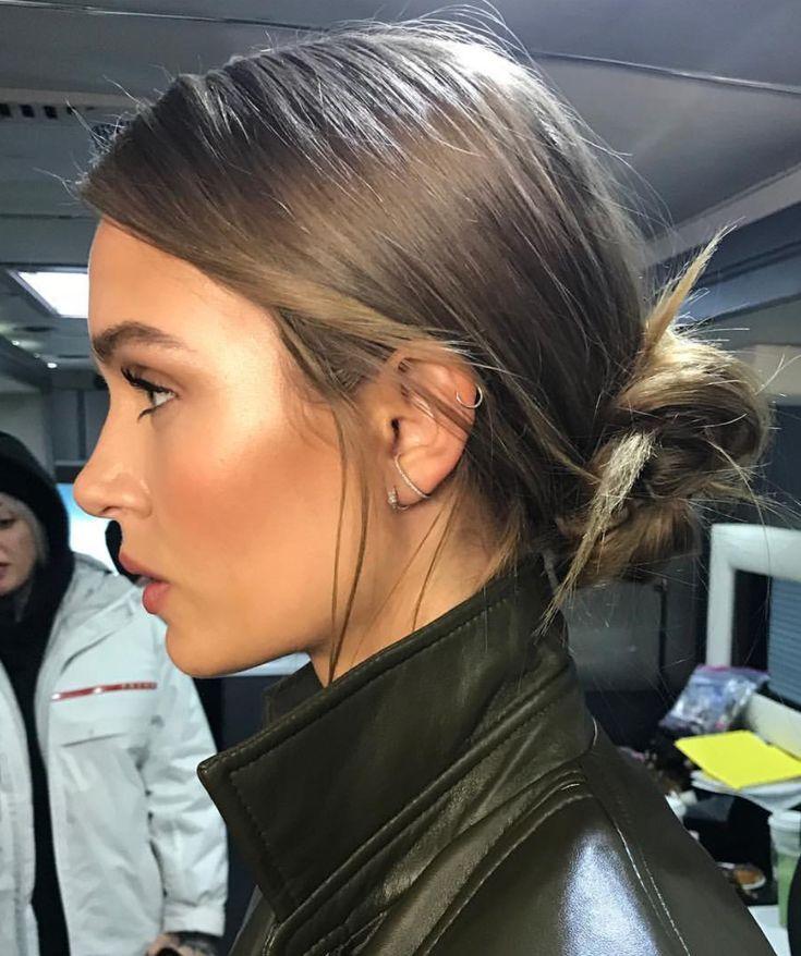 Josephine Skriver Frisur mit niedrigem Brötchen. Schicke und elegante Frisur -  #brotchen #el...