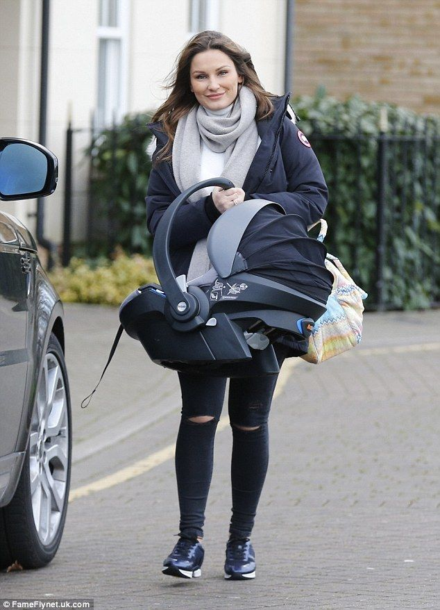 Sam Faiers showcases trim post-baby body in skinny jeans | Daily Mail Online