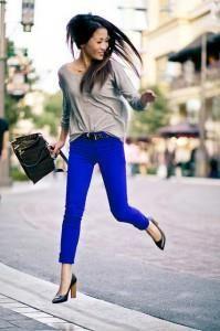С чем сочитаются синие штаны